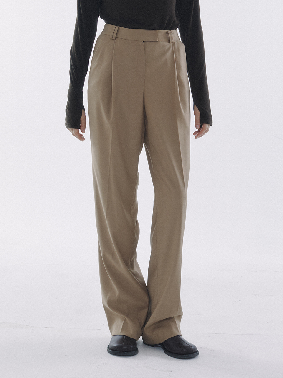 One Tuck Pleats Slacks Beige