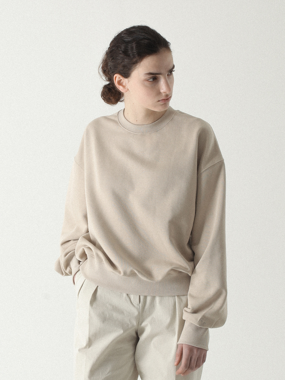 Feminine Cutting Crewneck Light beige