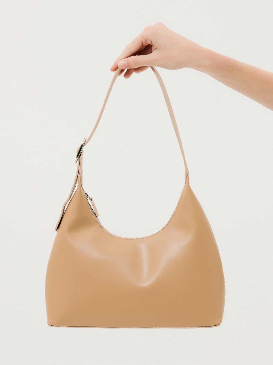 Usual Medium Shoulder Bag Beige